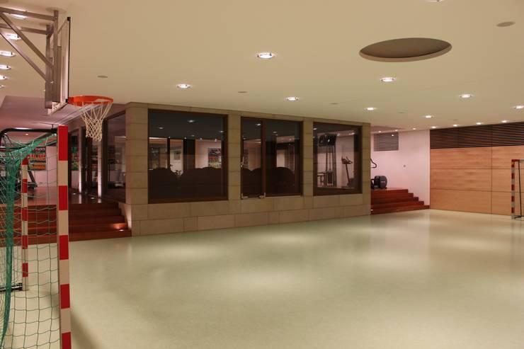 Sporthalle:  Fitnessraum von Architekten Graf + Graf