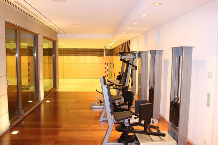 Fitnessraum & Sporthalle:  Fitnessraum von Architekten Graf + Graf