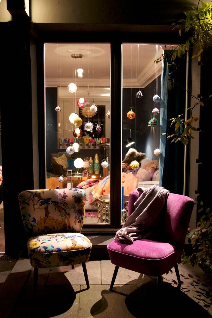 decorazioni Showroom: moderne Wohnzimmer von decorazioni