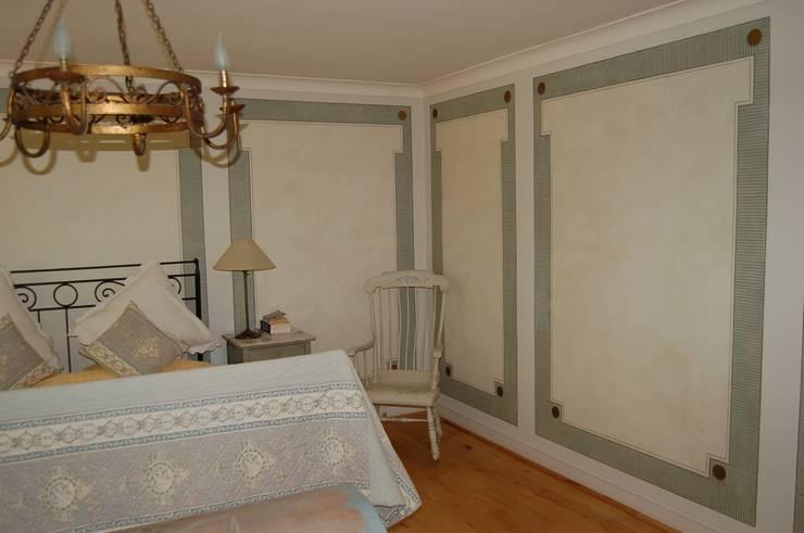 englische Landvilla:  Schlafzimmer von Wandmalerei & Oberflächenveredelungen