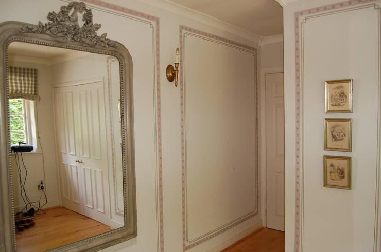 englische Landvilla: klassische Ankleidezimmer von Wandmalerei & Oberflächenveredelungen