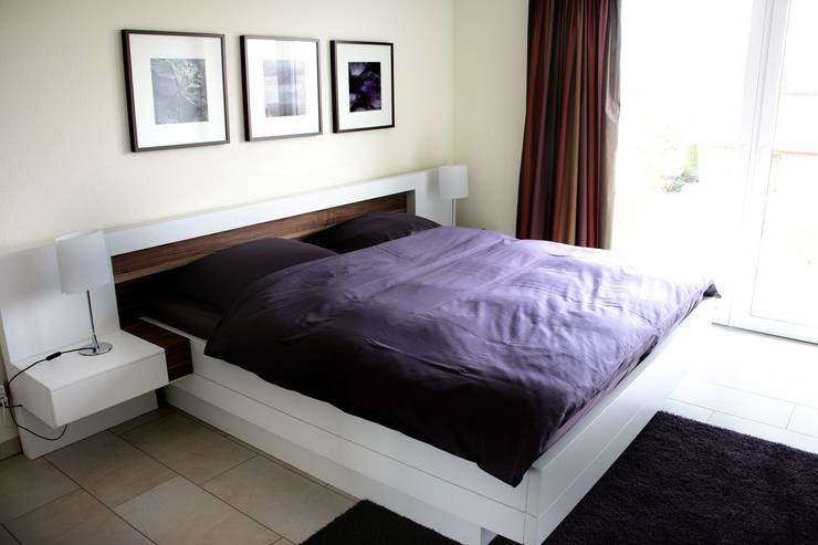 Komplette Neugestaltung einer Dachgeschosswohnung: moderne Schlafzimmer von homify