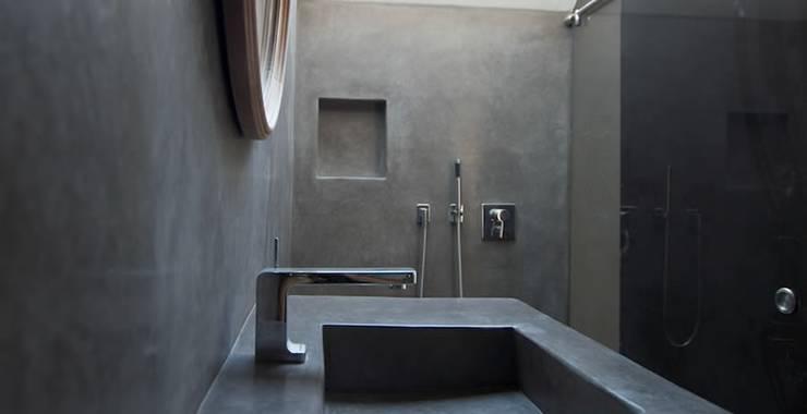 Salle de bain de style  par Fugenlose  mineralische Böden und Wände