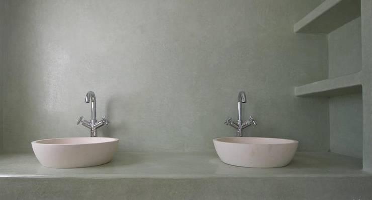 Bathroom by Fugenlose  mineralische Böden und Wände