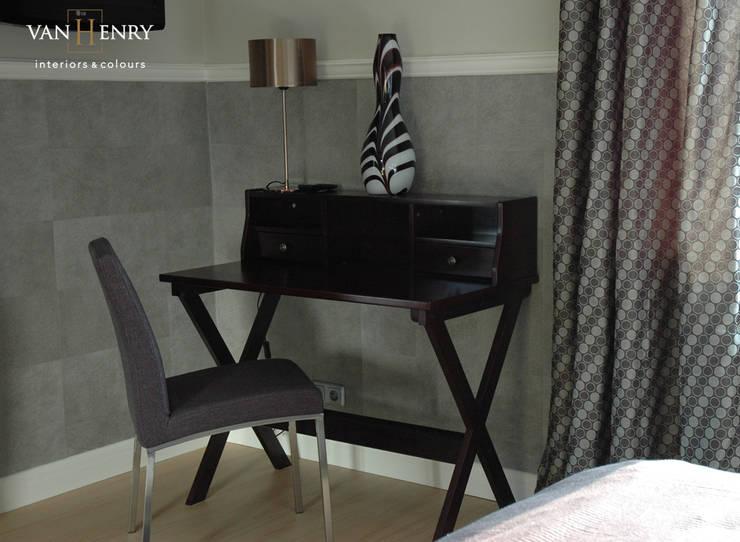 Dormitorios de estilo  de vanHenry interiors & colours