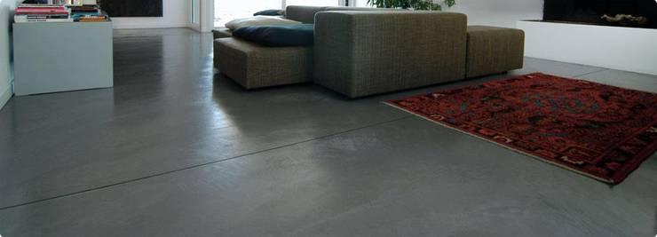 Spachtelböden im Innenbereich - Betonoptik: industriale Wohnzimmer von Fugenlose  mineralische Böden und Wände