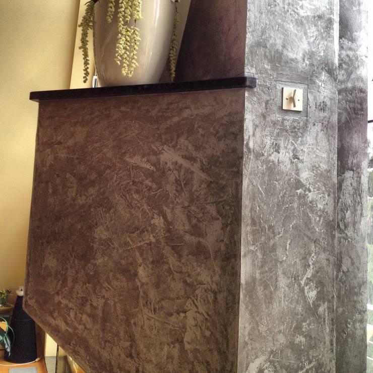 Kamin mit Kalkspachteltechnik:  Wohnzimmer von Malerbetrieb Trynoga