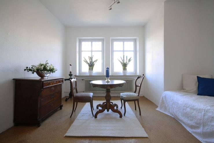 Mietwohnung Augsburg:  Wohnzimmer von Home Staging Cornelia Reichel