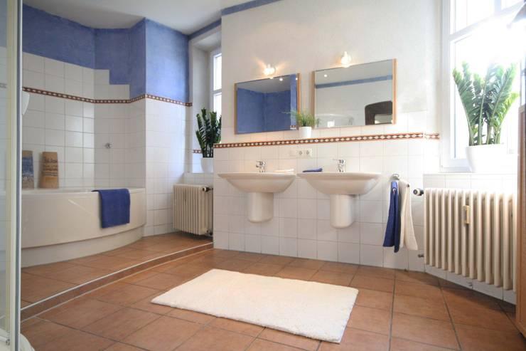 Mietwohnung Augsburg:  Badezimmer von Home Staging Cornelia Reichel