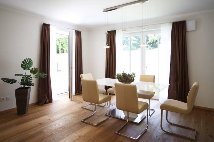 Eigentumswohnung München: moderne Esszimmer von Home Staging Cornelia Reichel