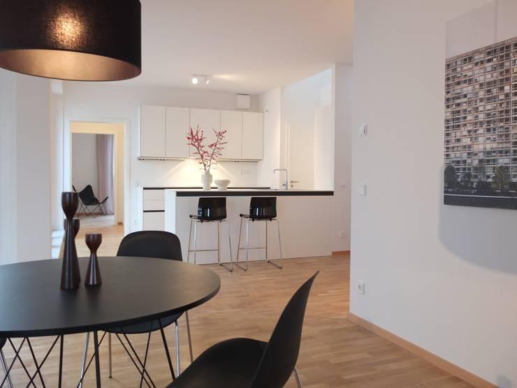 Kochen, Essen: minimalistische Küche von berlin homestaging