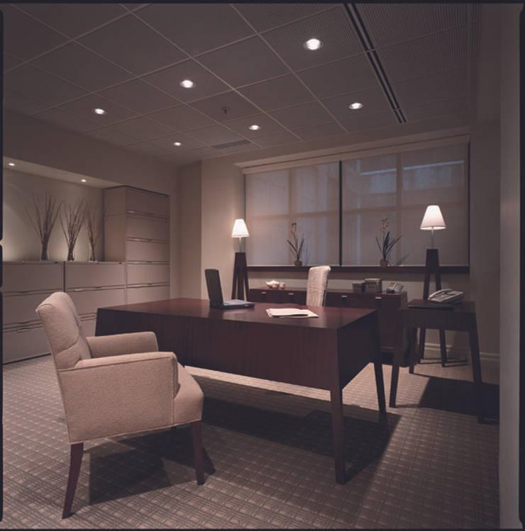 Büro: klassische Arbeitszimmer von  Design