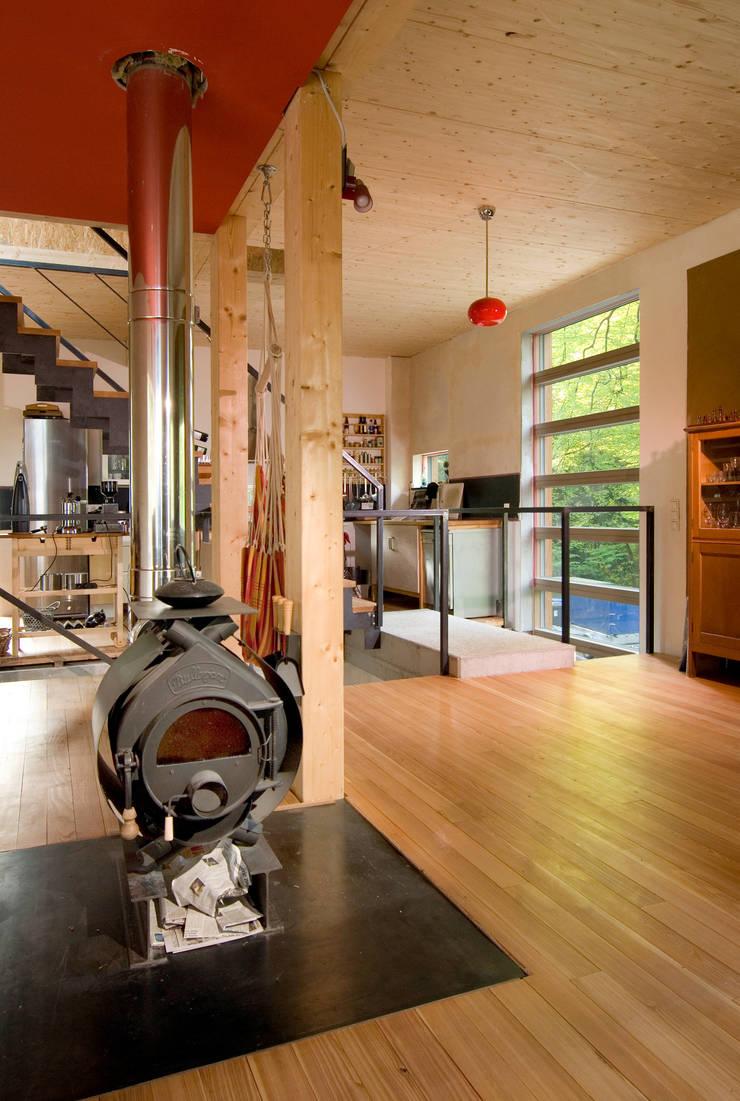 Haus K.:  Flur & Diele von Architekturbüro Riek