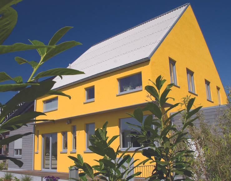 บ้านและที่อยู่อาศัย by Architekturbüro Riek