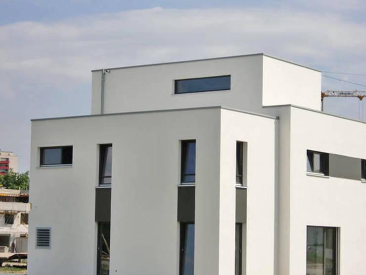 Modernes Einfamilienhaus:  Häuser von Mechelk Bedachungstechnik GmbH