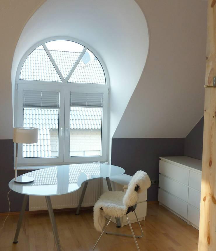 Jugendzimmer Arbeitsbereich: moderne Kinderzimmer von Einrichtungsideen
