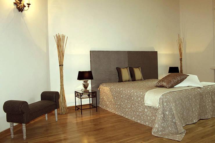 Musterwohnung in san. Altbau-Villa in Leipzig Schlafzimmer:  Schlafzimmer von wohnhelden Home Staging