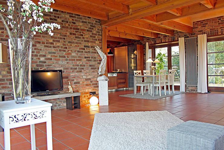 Salas de jantar campestres por wohnhelden Home Staging