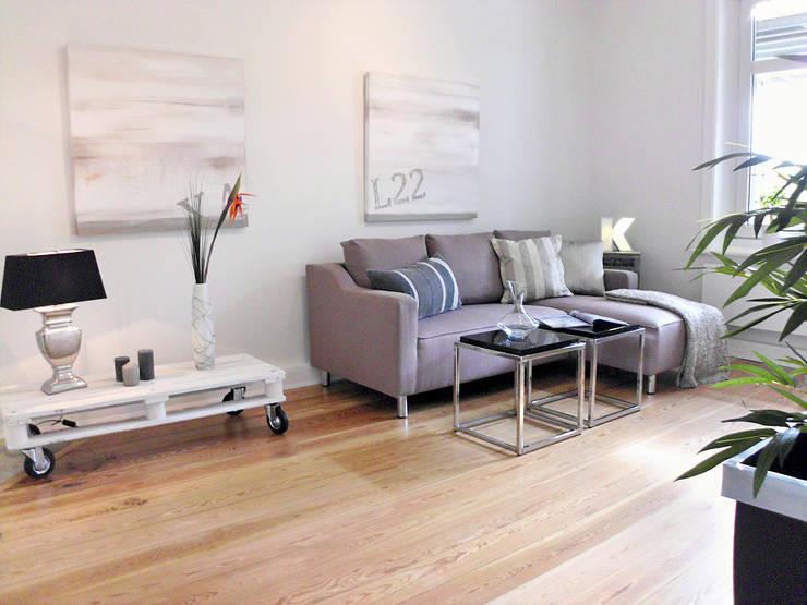 Soggiorno in stile  di wohnhelden Home Staging