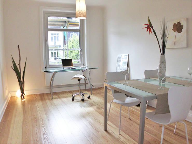 Sala da pranzo in stile  di wohnhelden Home Staging