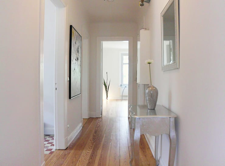 Corridor, hallway by wohnhelden Home Staging