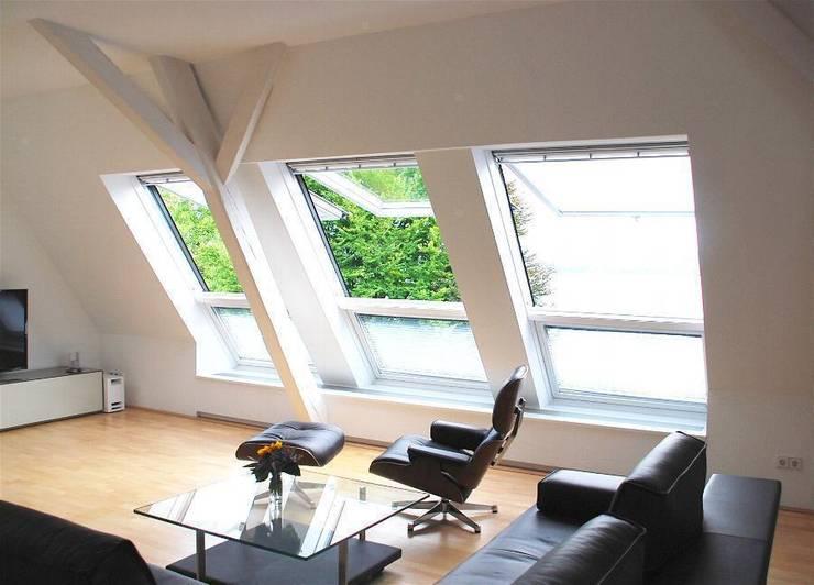 Privat Wohnung Konstanz 1: moderne Wohnzimmer von Peter Rohde Innenarchitektur