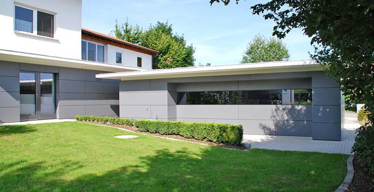 Garage Neubau: moderne Garage & Schuppen von Peter Rohde Innenarchitektur
