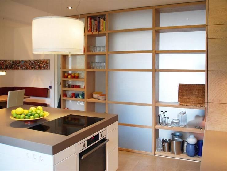 Privatwohnung Bonn: moderne Küche von Peter Rohde Innenarchitektur
