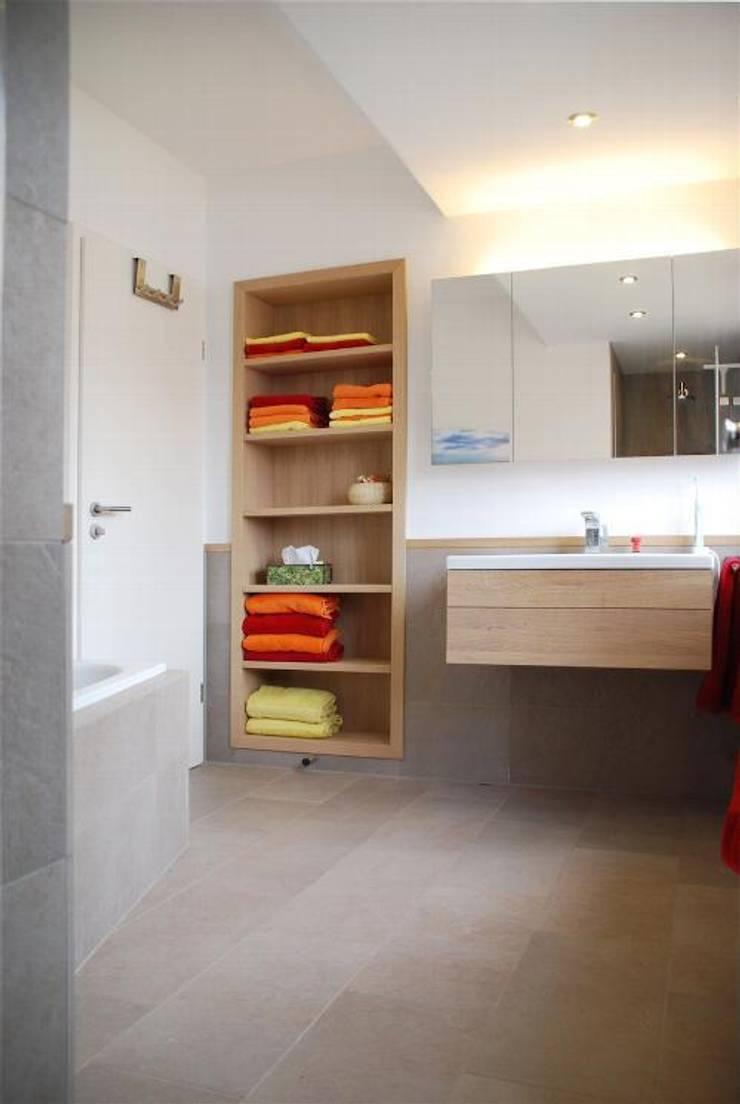 Privatwohnung Bonn: moderne Badezimmer von Peter Rohde Innenarchitektur