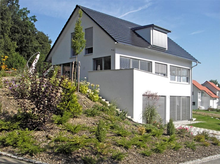 Neubau Einfamilienhaus: moderne Häuser von Peter Rohde Innenarchitektur