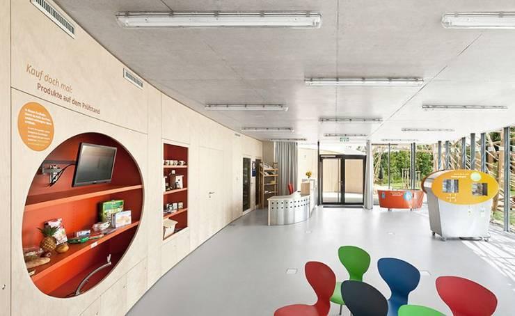 Dormitorios infantiles de estilo  por [lu:p] Architektur GmbH