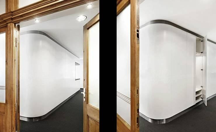 Corredores e halls de entrada  por [lu:p] Architektur GmbH
