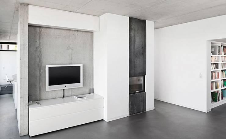 Wohnhaus T :  Wohnzimmer von [lu:p] Architektur GmbH