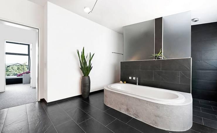 Wohnhaus T :  Badezimmer von [lu:p] Architektur GmbH