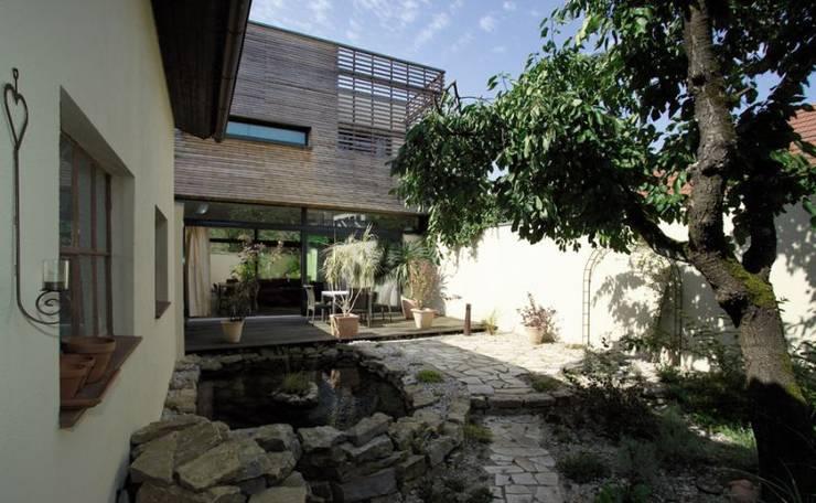 Wohnhaus W:  Terrasse von [lu:p] Architektur GmbH