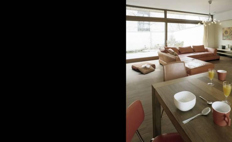 Wohnhaus W:  Wohnzimmer von [lu:p] Architektur GmbH