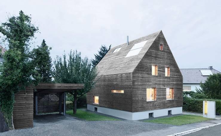 Case in stile in stile Moderno di [lu:p] Architektur GmbH