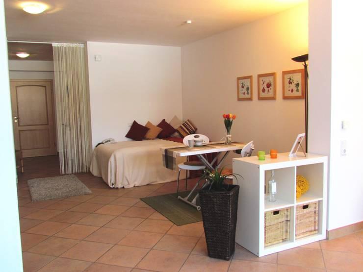 Wohn-Schlafbereich gestaged:  Wohnzimmer von ImmoLotse24