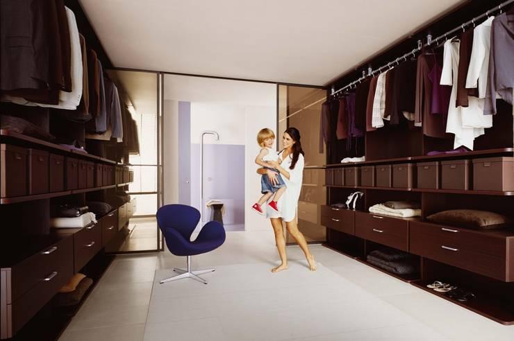 Dormitorios de estilo ecléctico de Egger`s  Einrichten