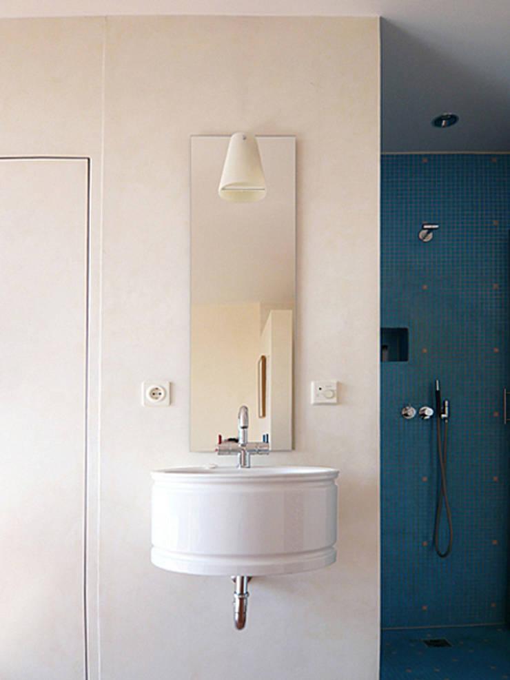 Salle de bain par Architektur & Interior Design
