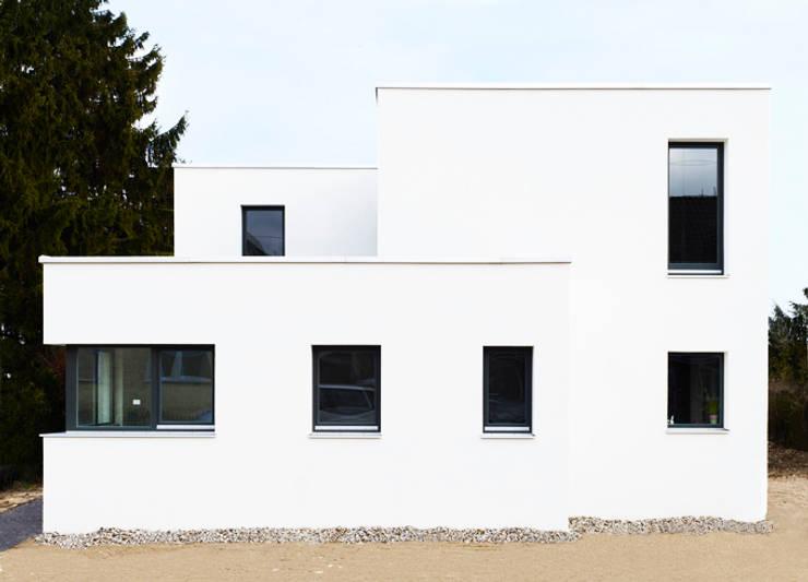 Ein weißes Haus:  Häuser von ZappeArchitekten