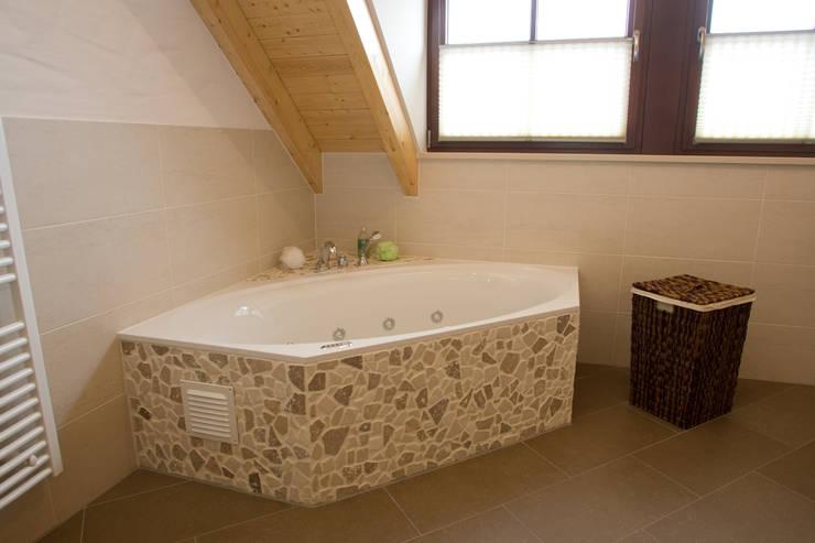 Der Wannenbereich:  Badezimmer von Fliesen Hiersemann