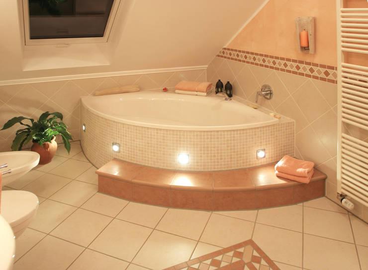 Badezimmer: mediterrane Badezimmer von Fliesen Hiersemann