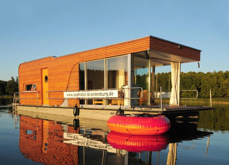 Mit dem Hausboot auf der Havel:  Yachten & Jets von ZappeArchitekten