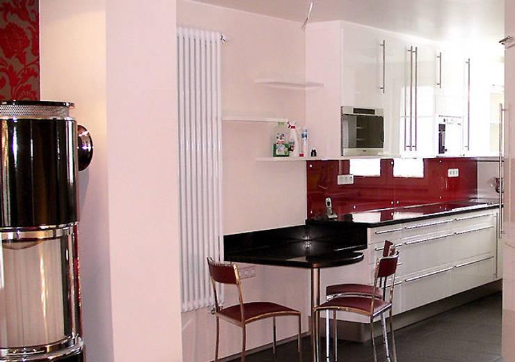 Einfamilienhaus Wendisch Rietz: klassische Küche von RAUMAX GmbH