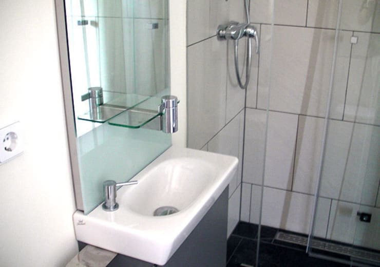 Einfamilienhaus Wendisch Rietz: klassische Badezimmer von RAUMAX GmbH