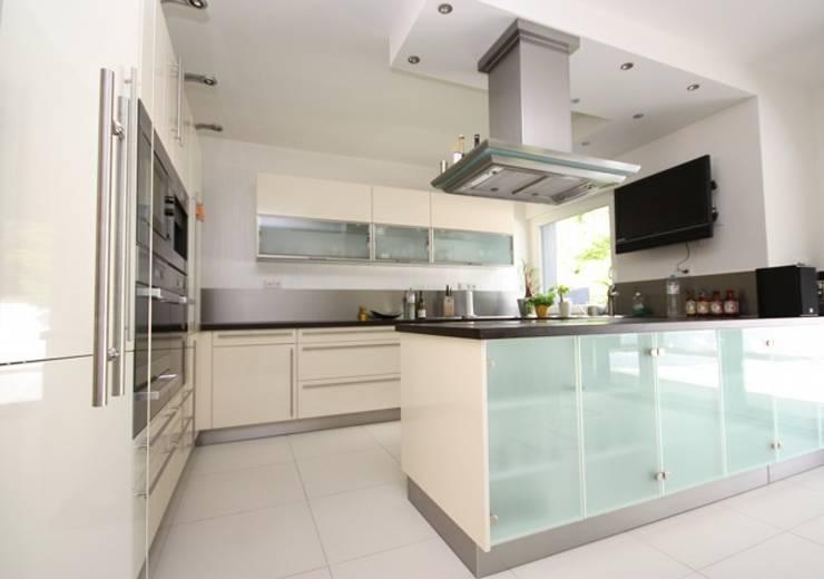Cozinhas modernas por RAUMAX GmbH
