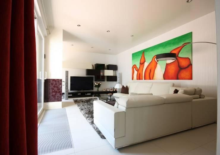 Salas de estar modernas por RAUMAX GmbH