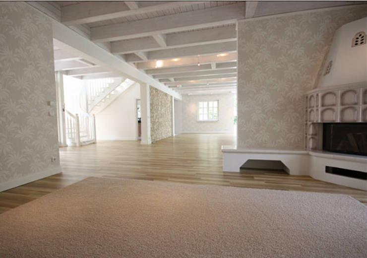 Einfamilienhaus Mühlenbeck: moderne Wohnzimmer von RAUMAX GmbH