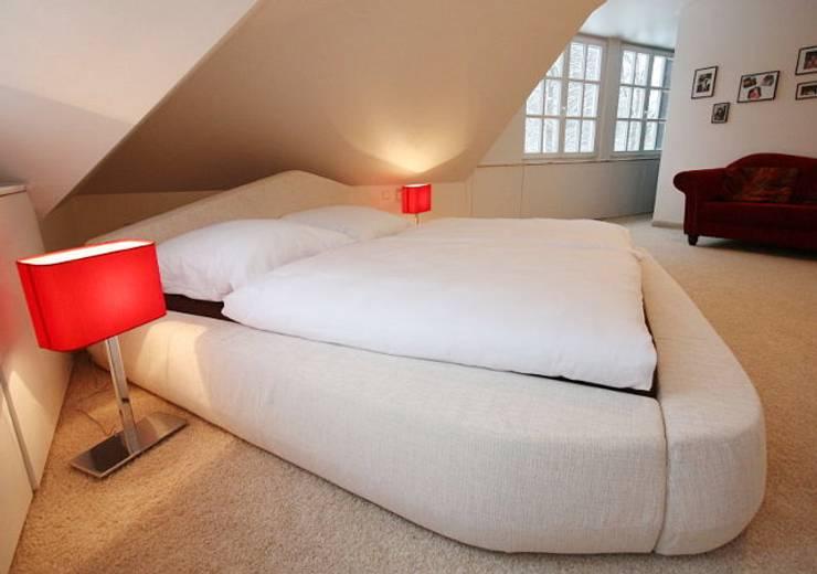 Camera da letto in stile in stile Moderno di RAUMAX GmbH